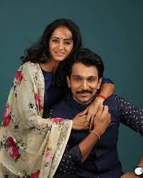 Top Gujarati film and theater actor Pratik Gandhi, wife, brother down with  Covid-19 | DeshGujarat