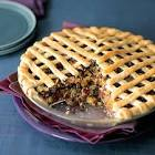 apple and dried fruit spice pie