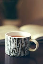 a cup comes to life by having simple parallel lines drawn and then drawing small stripes in between in a slanting way