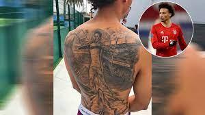 Es füllt den gesamten rücken. Tattoos Der Fussball Stars Costa Boateng Beckham Und Co