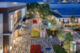 oakbrook center restaurants il. in the past two years, shopping center has also added an amc theater, a new food dining court and more parking options. oakbrook restaurants il o