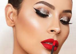 dramatic makeup looks to try for holiday parties