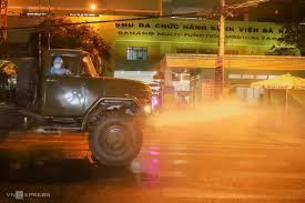 Phun hoá chất khử trùng hai bệnh viện ở Đà Nẵng - VnExpress