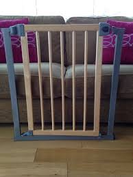 lindam easy fit wood metal safety gate with instructions leaflet