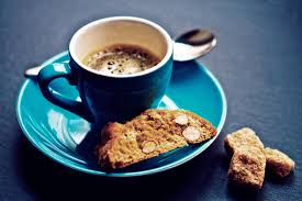Resultado de imagem para A cor da xícara altera o gosto do seu café