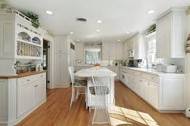 paint colors for light wood floors32 Spectacular White Kitchens with Honey and Light Wood Floors
