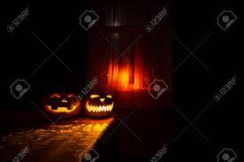 Furchtsamer Halloween Kürbis Im Mystischen Hausfenster Nachts Oder
