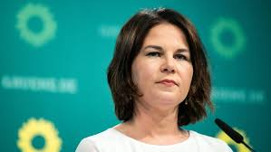 The candidate slammed the federal government for having driven the country on autopilot. Plagiatsvorwurfe Baerbock Raumt Fehler Ein Br24