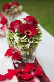 Red roses and red gerberas in combination with green hydrangeas