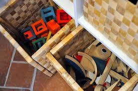 Scaffali a caselle : Casa a misura di bambino: il soggiorno il blog di claudia porta
