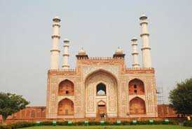 the style of building that evolved under akbar s patronage was chiefly executed in red sandstone readily available with of white marble