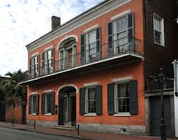 new orleans architecture style history. exterior, street facing view of hermann-grima home\u0027s entrance and balcony in new orleans architecture style history v