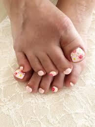 お客様ネイル お花のフットネイル優しいピンクの春らしいフットネイル