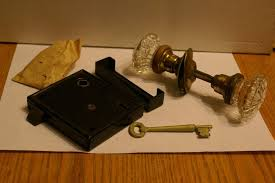 old lock mechanism with key and gl door s 143