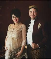 Kebaya untuk ibu hamil   Batik, Songket dan Tenun Inspirasi Vani ...