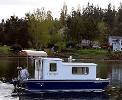 Small Picture 423 best HOUSEBOATS images on Pinterest Houseboats Pontoon boat