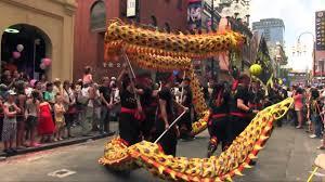 Chinese acrobatic show barongsai & liong merupakan rangkain pertunjukan yang ikut memeriahkan hari. Video Mengagumkan Barongsai Naga Emas Terpanjang Youtube