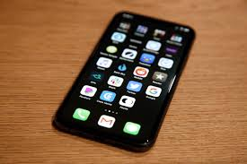 The Magic Black Wallpaper That Makes Your Iphone Dock And