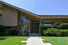 Inside the 'Brady Bunch' house renovations with the original cast ...