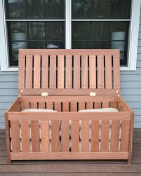 free plans for making a diy outdoor storage box for outdoor cushions plus it