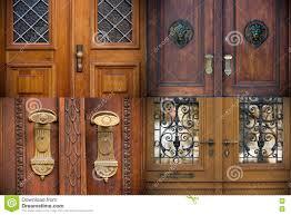 Alte Türen Griffe Gitter Und Fenster Stockfoto Bild Von Türknauf