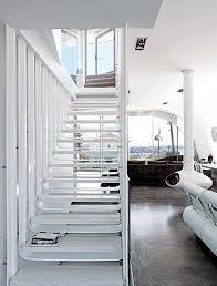 Dabei kann die treppe beispielsweise modern, klassisch oder mit orientalischem stiel realisiert werden. Treppen Treppengelander Aus Holz Stahl Beton Schoner Wohnen