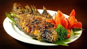 Masukkan semua bumbu ikan seperti ketumbar, jahe bubuk, lada hitam/lada bubuk, kecap manis, saus tiram hingga garam. Resep Masakan Nusantara Gurame Bakar Khas Sunda Hari Libur Nasional