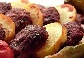 Fırında köfte patates tarifi: Parmak ısırtan lezzet