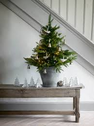 25 Extraordinary Christmas Trees Designed To Make Yours (& Mine) Look  Ordinary   Christmas tree, Buckets and Simple christmas