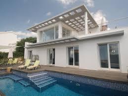 Moderne Luxusvilla Mit Pool Und Herrlichem Meerblick Binisafua