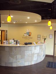 roswell vet front of reception desk