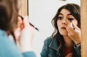 5 pilih eyeliner yang berbentuk pensil bukan cair urutan pakai makeup