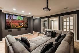 Não é preciso muito para substituir a tv lá de casa por um projetor: Cinema Em Casa 84 Projetos Fantasticos Para Se Inspirar