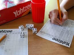 Juegos tradicionales sin necesidad de material juegos tradicionales con material específico: Cinco Juegos De Dados Para Jugar En Familia