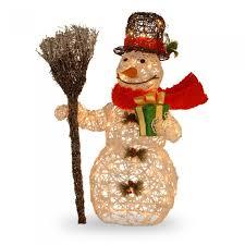 Pre-Lit Rattan Snowman. 20 Cute Outdoor Christmas Decorations