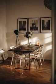 Esszimmer Einrichten Brauner Holztisch Mit Goldenen Füßen
