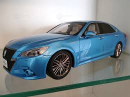 Toyota Crown Athlete Hybrid modelcar, Kyosho Samurai 1:18 in sky ...