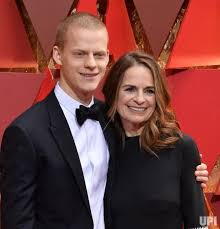 Actor Lucas Hedges (L) and his mother Susan Bruce Titman arrive on the red  carpet for the 89th annual Academy Awards at the Dolby… | Lucas hedges,  Actors, Hollywood