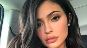kylie jenner removed her lip fillers