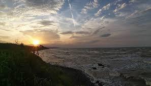 Pantai tanjung aan salah satu pantai di kawasan mandalika lombok tengah nusa tenggara barat, bukit merese dan batu payung di pantai tanjung aan nyale. Tempat Wisata Pantai Di Batang Terbaru 2021 Paling Menarik