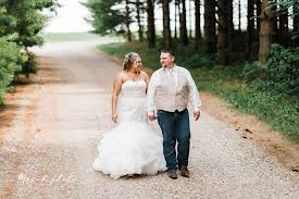 elizabeth and dan s rustic summer wedding at the barn and gazebo in m ohio mae b photo youngstown wedding photographer