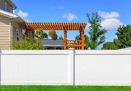 wood vs vinyl fences which makes more