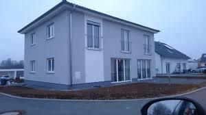 Haus Grau Weiß Fenster Weiß Gut Haus Garage In 2019