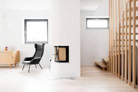 Legno Bianco Nero : Bianco nero e legno per un attico di design mansarda
