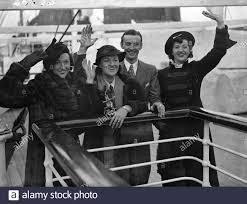Graceie and Tommy Fields sail for South Africa , seen of by their sisters .  Niss Gracie Fields