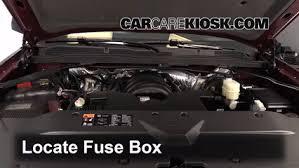replace a fuse 2014 2018 chevrolet silverado 1500 2014 chevrolet  at 2016 Chevrolet Silverado 3500 How To Remove Fuse Box Panel