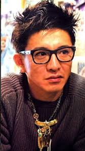 木村拓哉さんのオシャレ眼鏡はどこのブランドなのか Sups