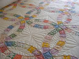 MELON PATCH QUILTS: Double Wedding Ring Quilt & I just love quilting feathers and the double wedding ring quilt is the  perfect design to showcase MANY, MANY feathers. In the rings I quilted a  continuous ... Adamdwight.com