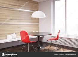 Rot Weiß Und Holz Esszimmerstühle Stockfoto