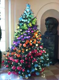 I love the color blocking here - could be cool to do an ombre tree! White  House 2012 glass ornaments on book sellers room tree